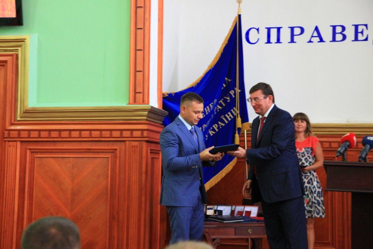 Генеральный прокурор вручил ведомственные награды 19 сотрудникам органов прокуратуры Днепропетровской области / ГПУ