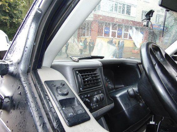 НаМакарова з-під носа водія вкрали сумку згрошима