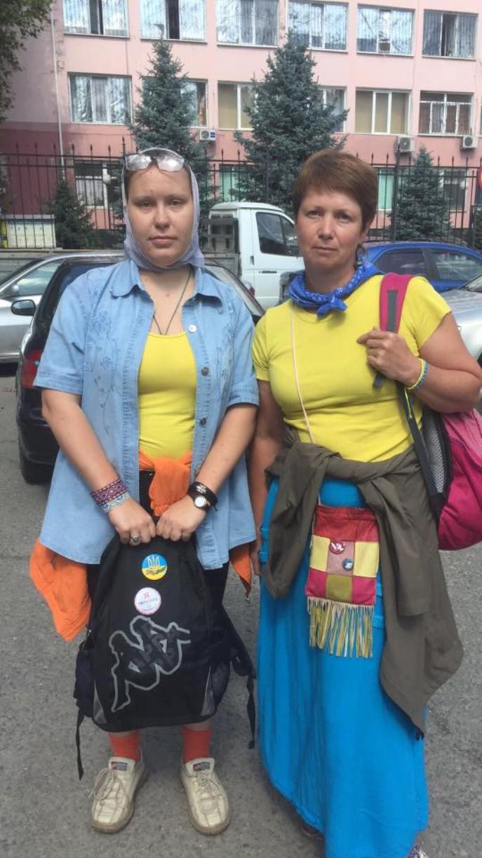 Попову Елену и Балобан Галину отпустили из отделения полиции / фото Facebook Эдема Семедляева