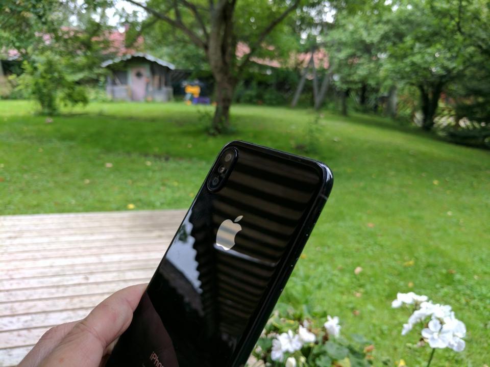 iPhone 8, 8 Plus та iPhone X підтримують функцію бездротової зарядки / фото Gordon Kelly
