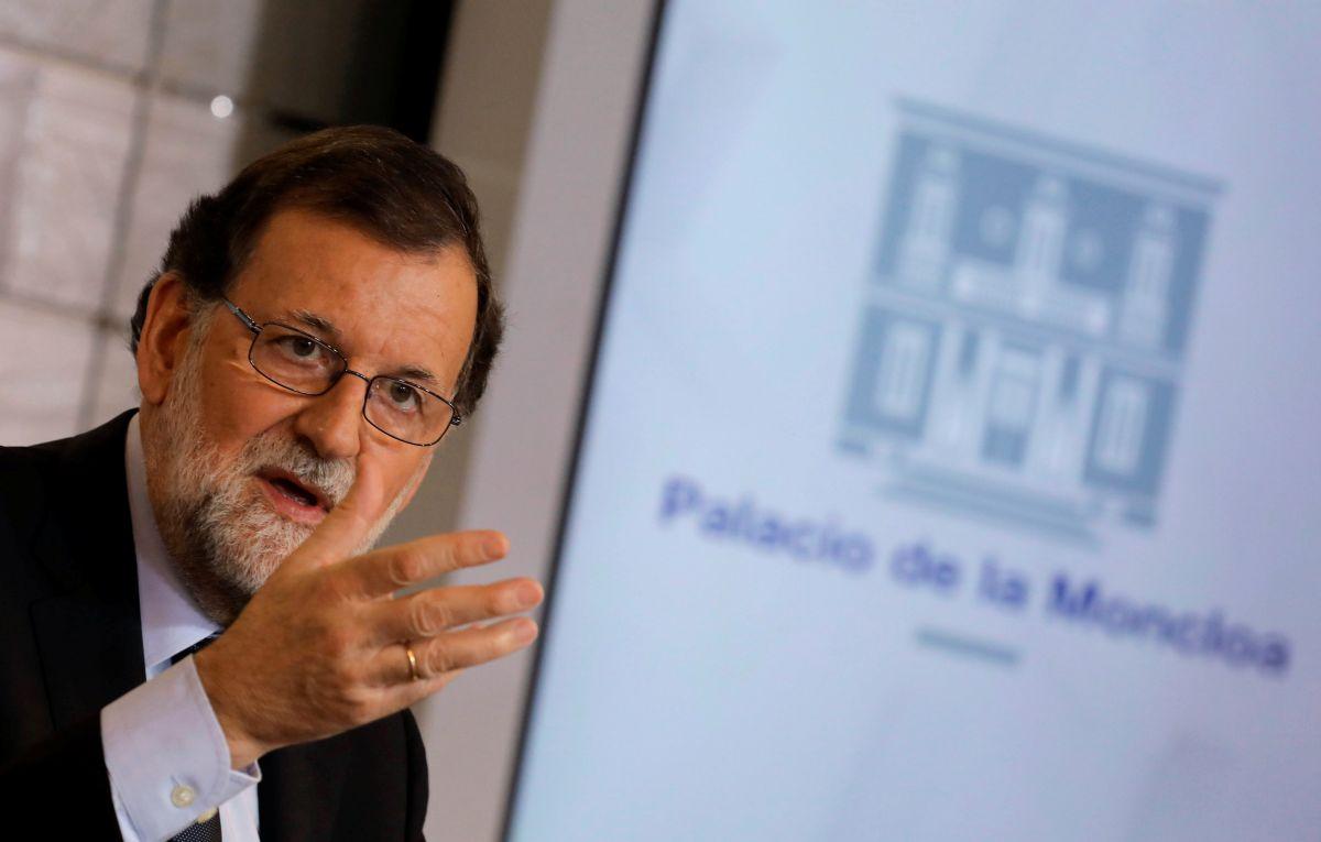Монарх  ипремьер Испании возглавили массовый митинг против терроризма вБарселоне