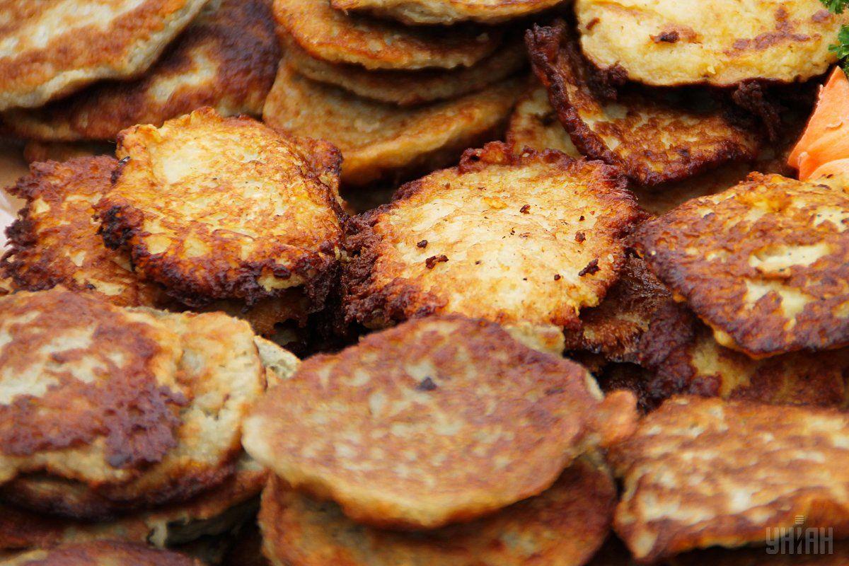 Драники делают из картофеля / фото УНИАН