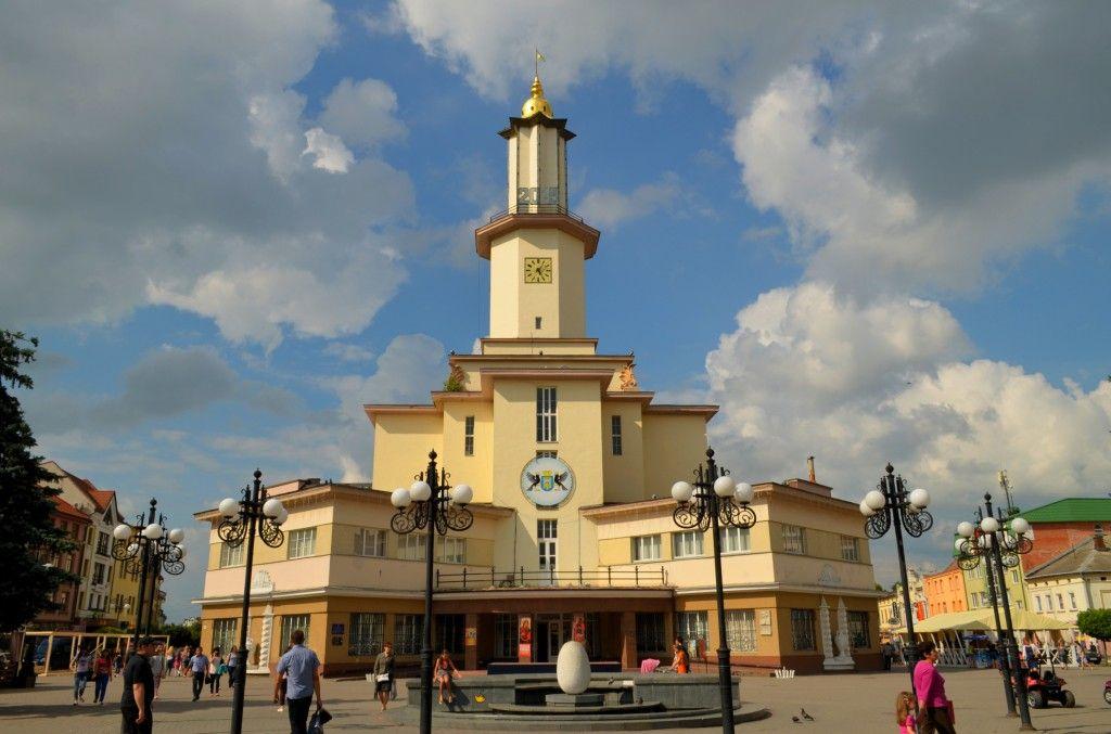 Мер Івано-Франківська відкидає будь-які дискусії про перейменування міста / фото photolama.com.ua