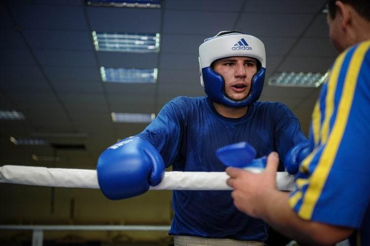 Хижняк выиграл четвертьфинальный бой чемпионата мира / boxnews.com.ua