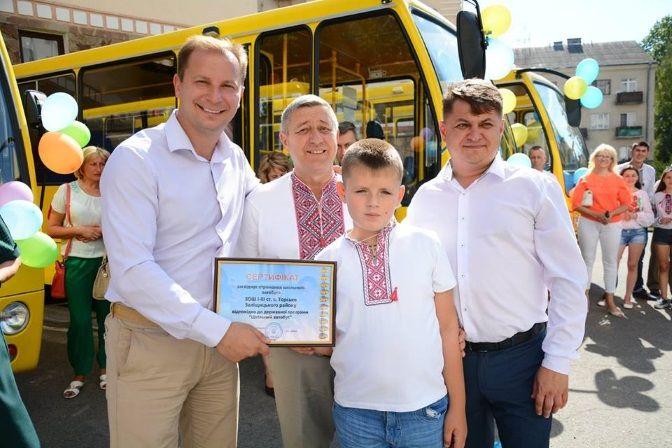 Минулого року Тернопільщина отримала 42 шкільні автобуси, цього року куплять ще сім / Фото прес-служба ТОДА