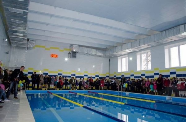 У відкритому цьогоріч басейні в школі у Козовій займаються понад 1,5 тис. дітей як з райцентру, так і прилеглих районів / Фото прес-служба ТОДА