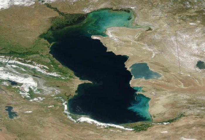 Эксперты прогнозируют дальнейший спад уровня воды в Каспийском море / фото syl.ru