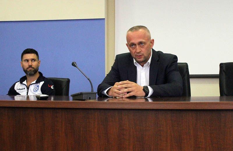 Чистяков (ліворуч) буде виконувати обов'язки головного тренера одеської команди / chernomorets.odessa.ua