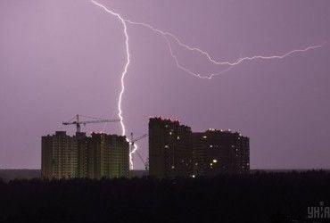 Киевлян предупреждают о грозах и сильном ветре