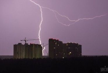 Завтра в Украине пройдут дожди с грозами, на юге температура до +30° (видеопрогноз)