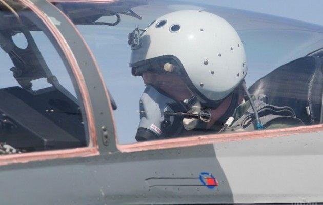 Порошенко прилетів у Вінницю на МіГ-29