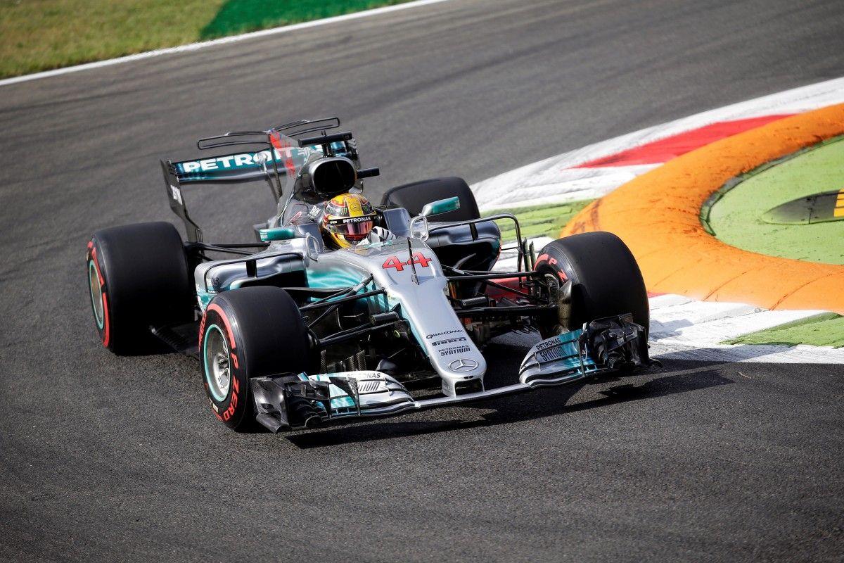 Хэмилтон был быстрейшим на первой сессии в Италии / Reuters