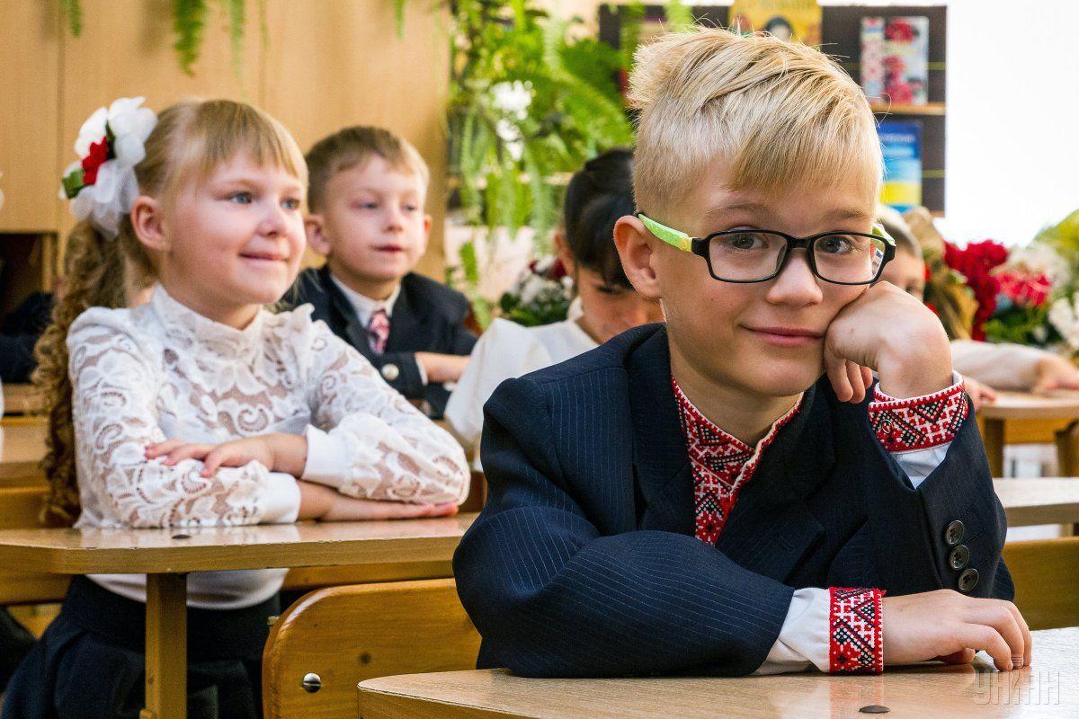 Первоклассники не будут иметь букварей и учебников на Первое сентября / фото УНИАН