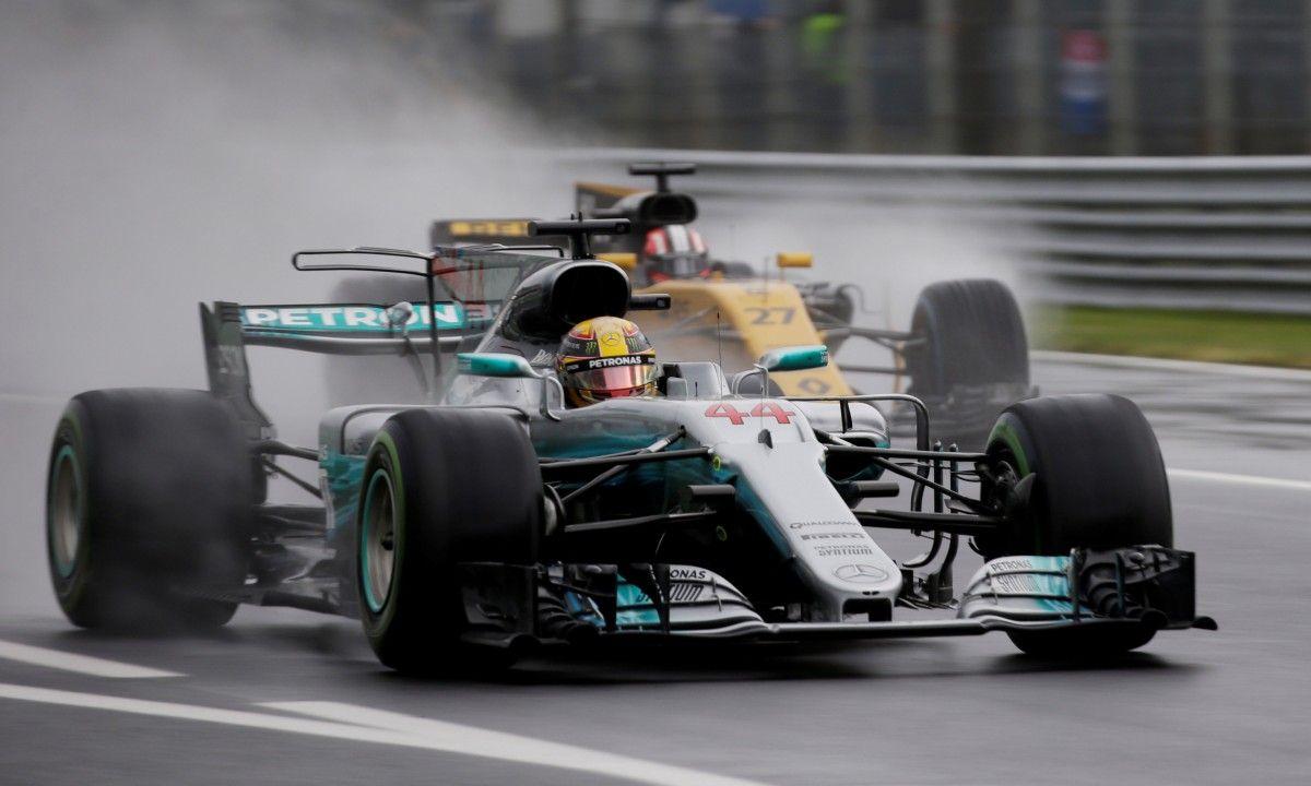 Хэмилтон выиграл квалификацию в дождливой Монце / Reuters