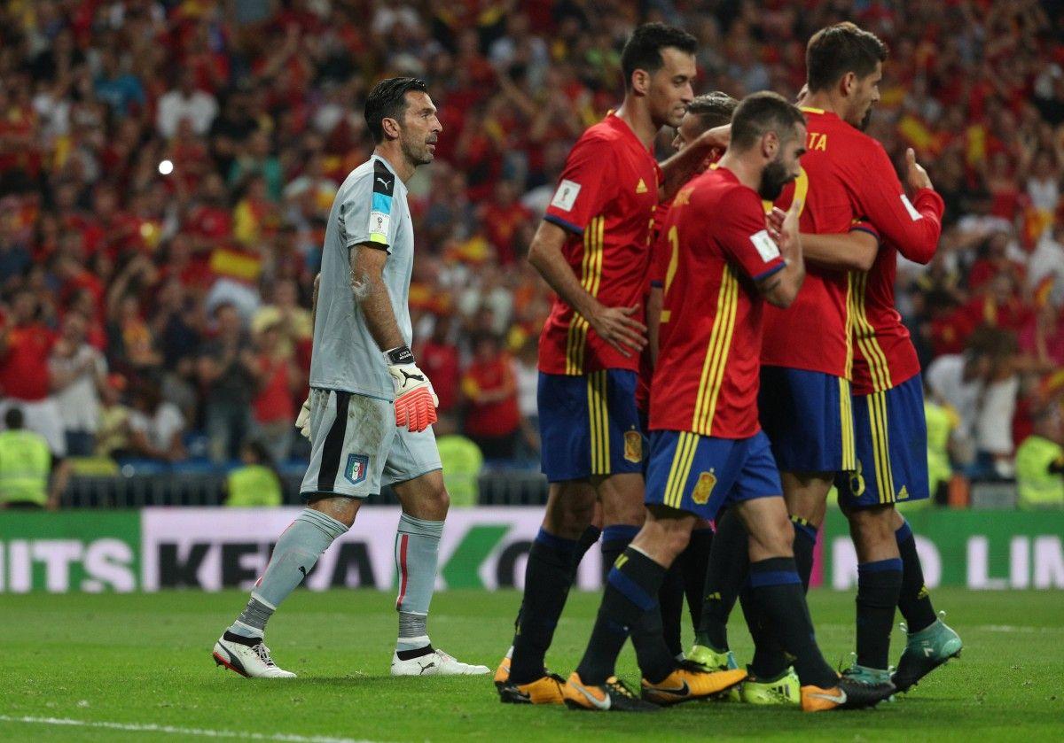 Іспанці розгромили італійців у черговому протистоянні двох футбольних наддержав / Reuters