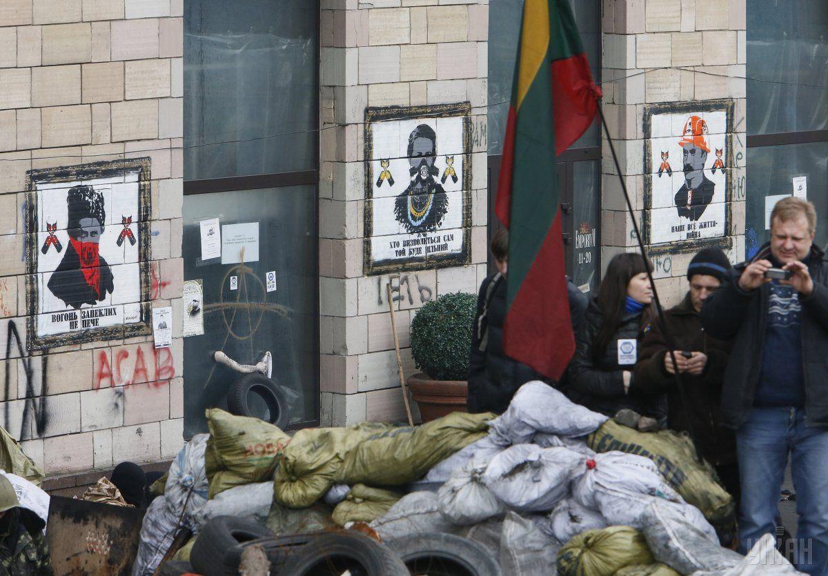 Художники обещают восстановить легендарные граффити / фото УНИАН