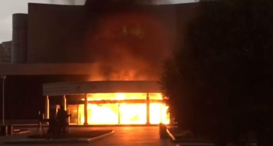 Кинотеатр зажегся вЕкатеринбурге из-за въехавшей внего машины