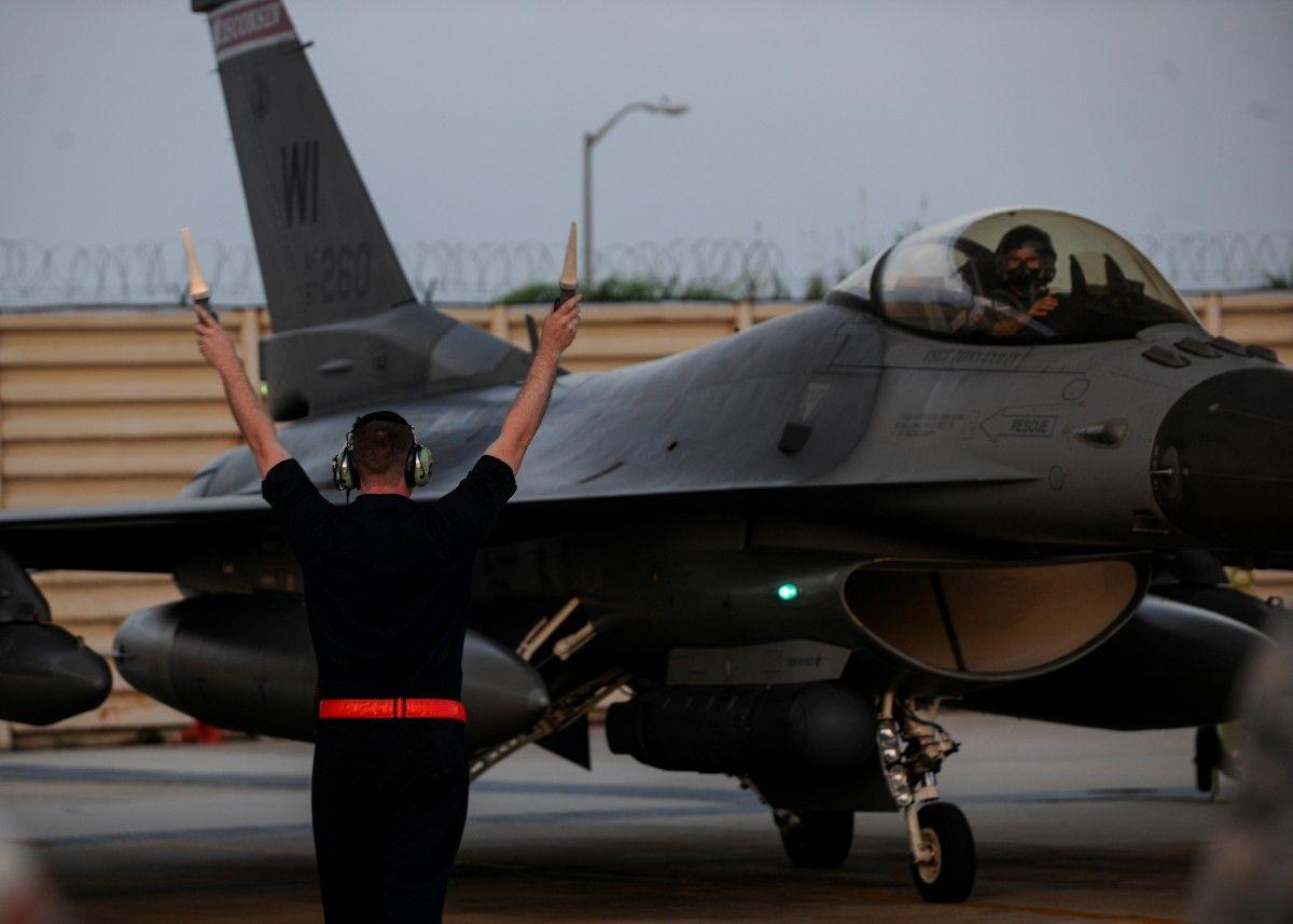 Искусственный интеллект научили управлять F-16 / REUTERS