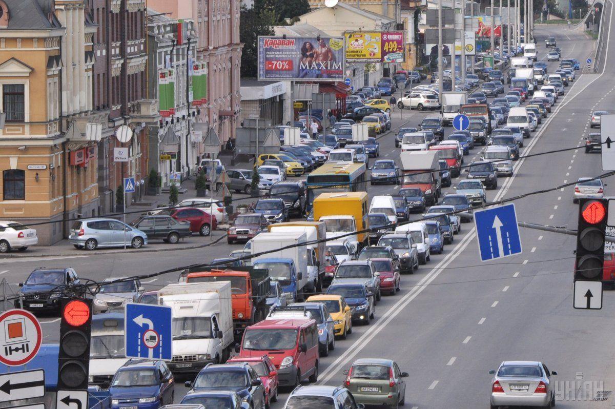 Киев сковали многокилометровые пробки / фото УНИАН