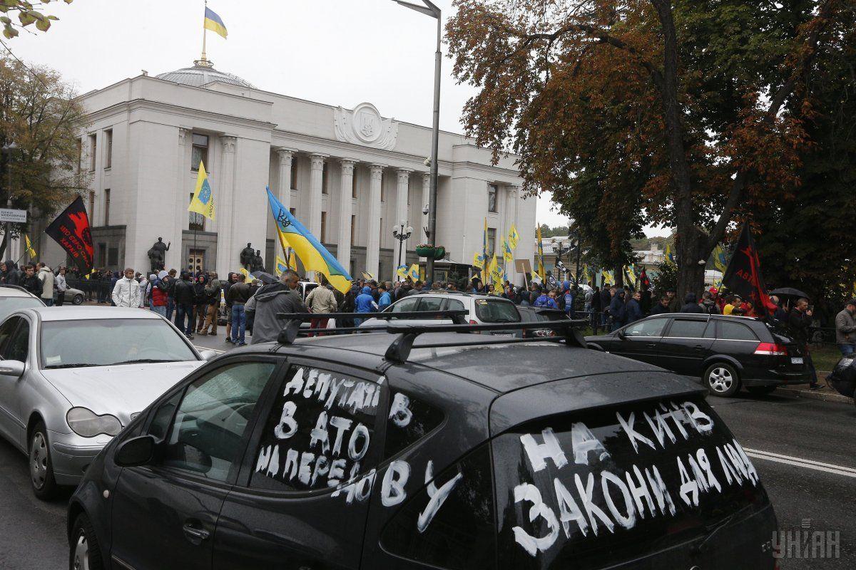 Автомобилисты с еврономерами устроили акцию протеста в столице / фото УНИАН