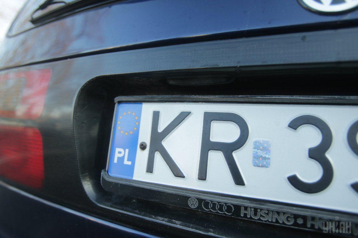 Правительство разрабатывает законопроект об авто на еврономерах / фото УНИАН