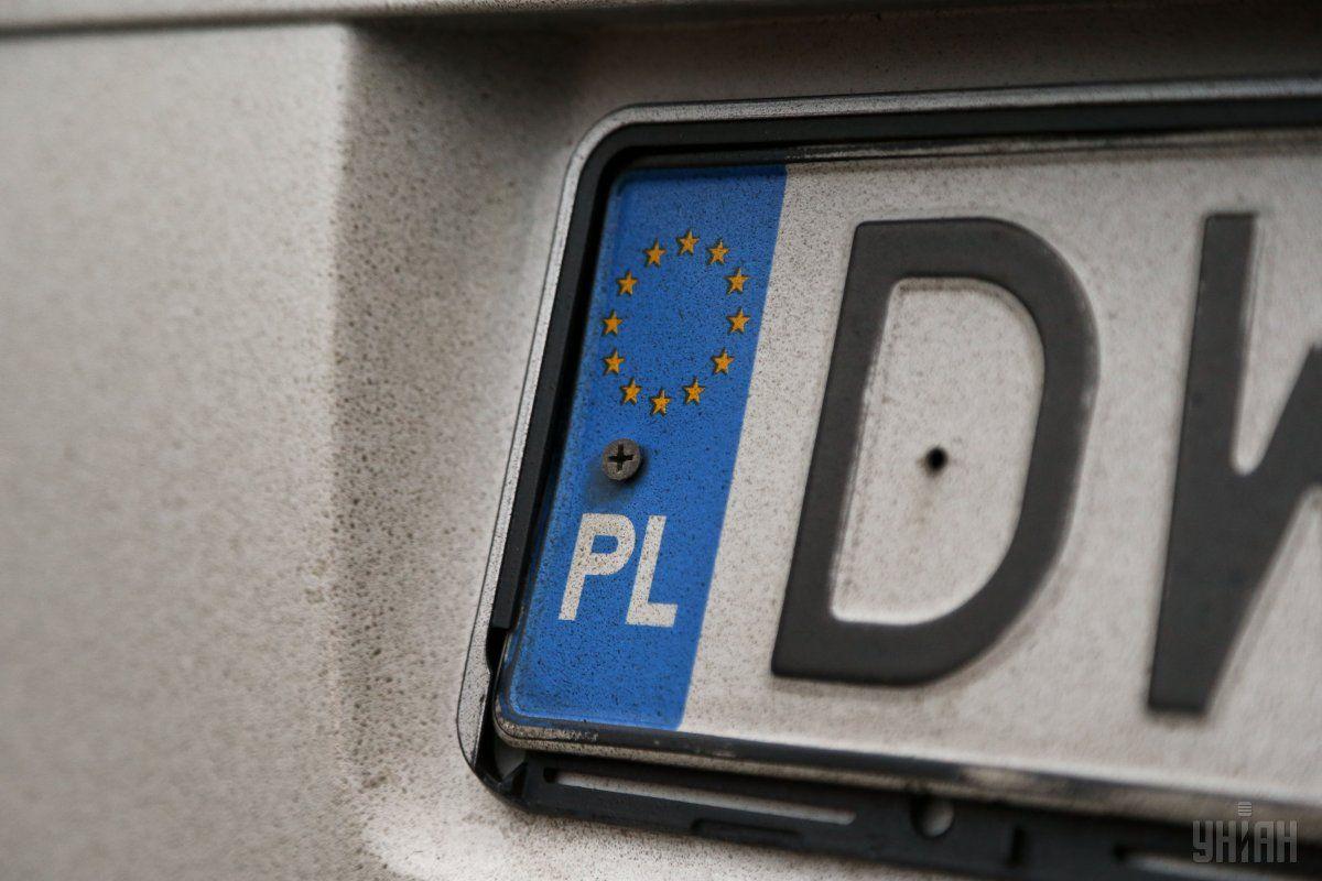 """Больше всего авто на """"евробляхах"""" в Украину завезли из Польши / фото УНИАН"""