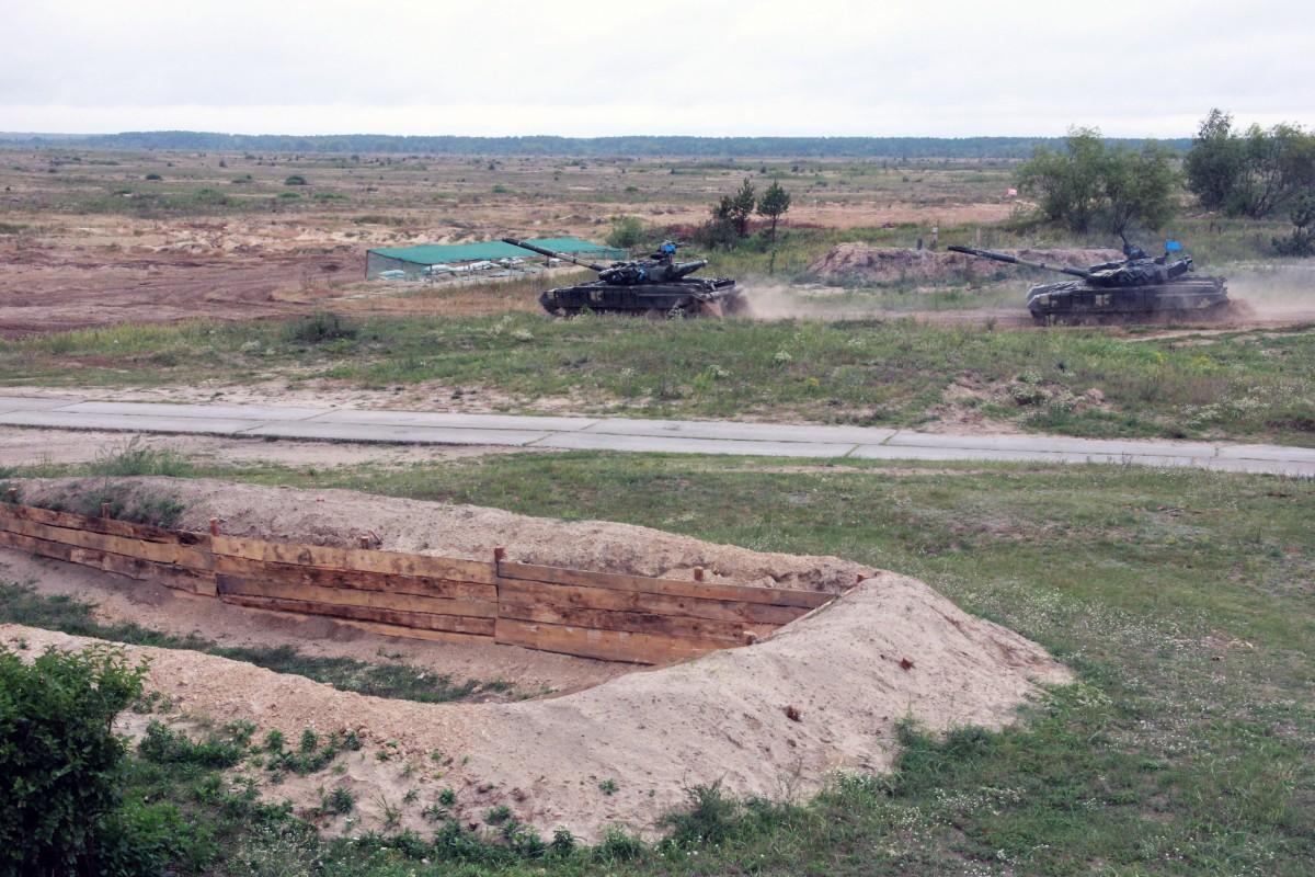 У зоні ООС створили підрозділи по боротьбі з бронеоб'єктами бойовиків / фото УНІАН