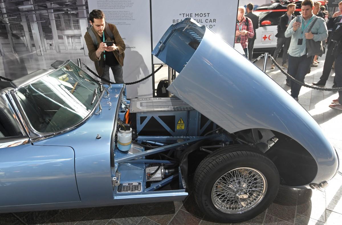 Jaguar E-Type з електродвигуном / REUTERS