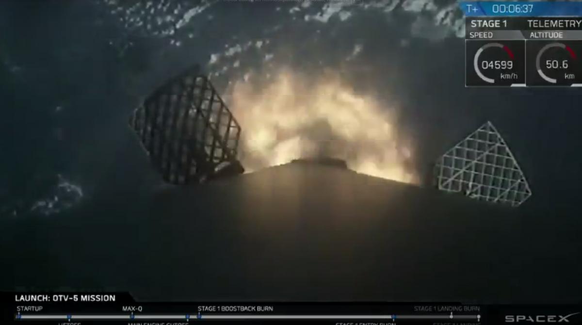 Первая ступень Falcon успешно приземлилась / Скриншот
