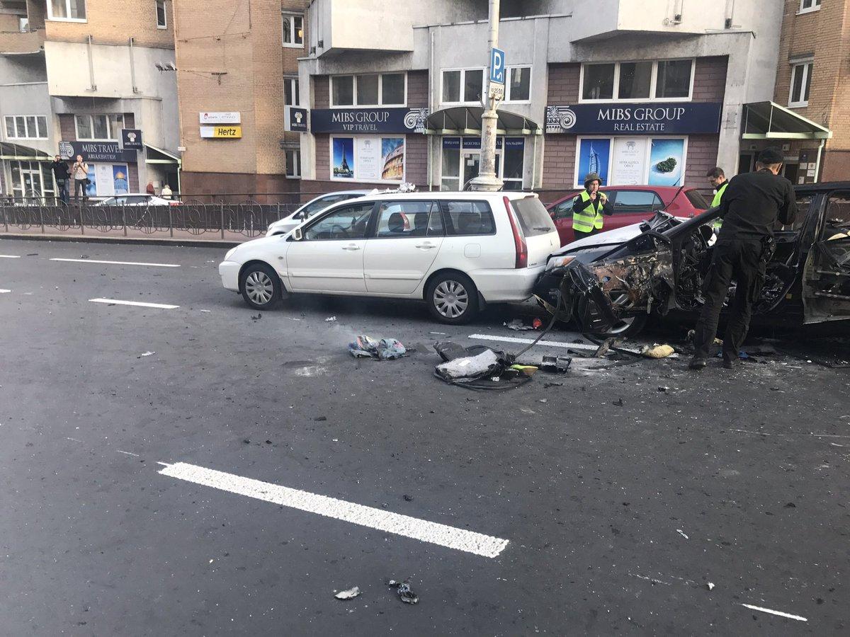Сегодня возле Бессарабской площади в Киеве взорвался автомобиль / фото очевидца Мирославы Наумчук