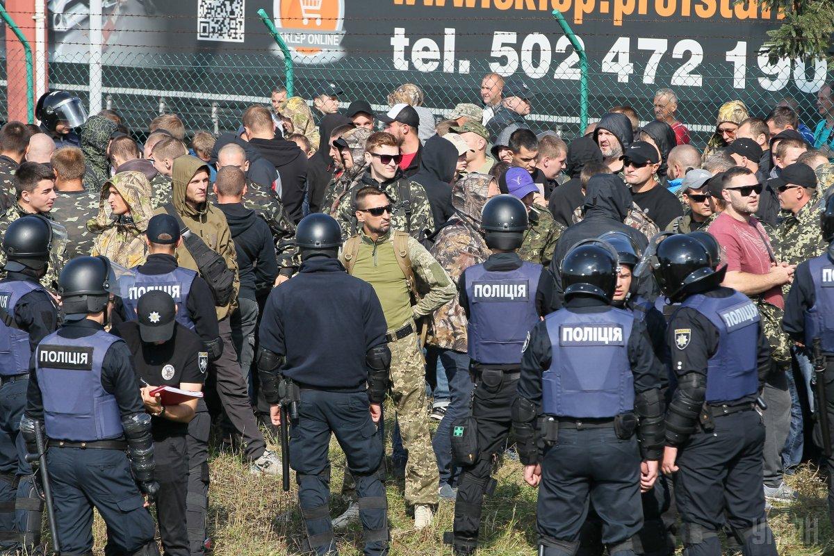 Поліція вжила заходів, для того, щоб з'ясувати наміри невідомих осіб / фото УНІАН