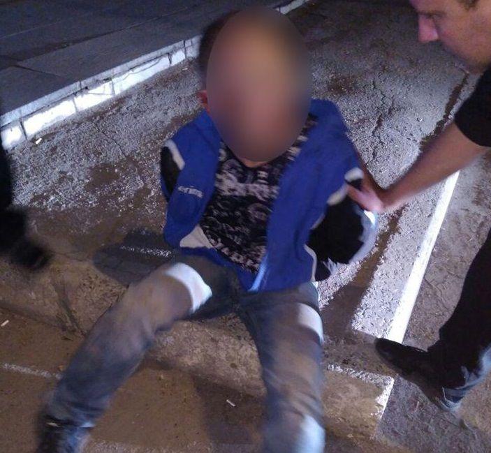 Підозрюваний є співмешканцем матері вбитої / фото Патрульна поліція Дніпра