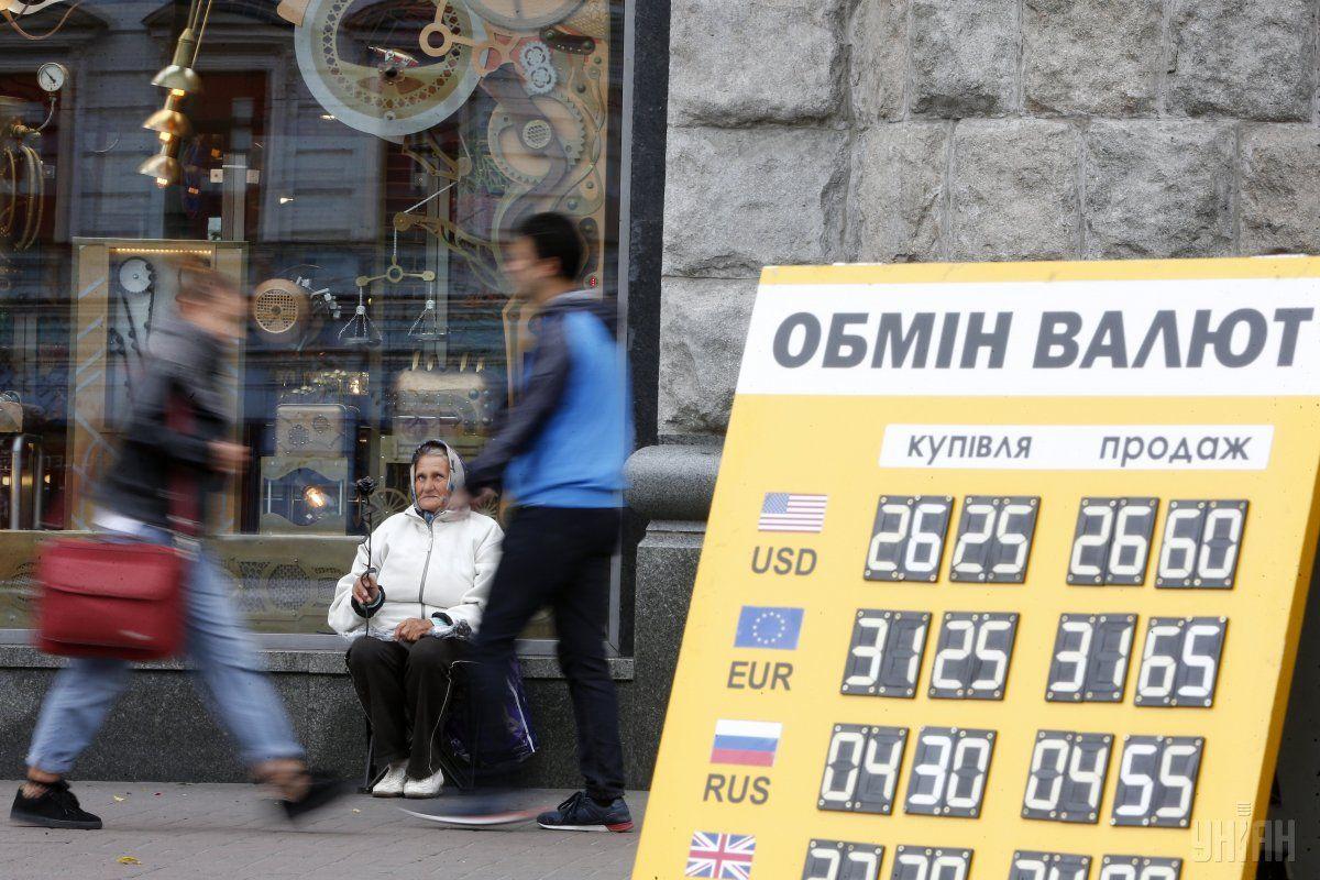НБУ: Ми очікуємо помірної волатильності обмінного курсу гривні / фото УНІАН