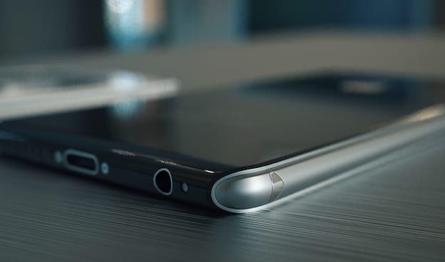 Новый Айфон будет изготовлен не из привычного алюминия