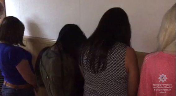 К секс-туризму было привлечено около трех десятков девушек в возрасте от 18 до 25 лет / фото dp.npu.gov.ua