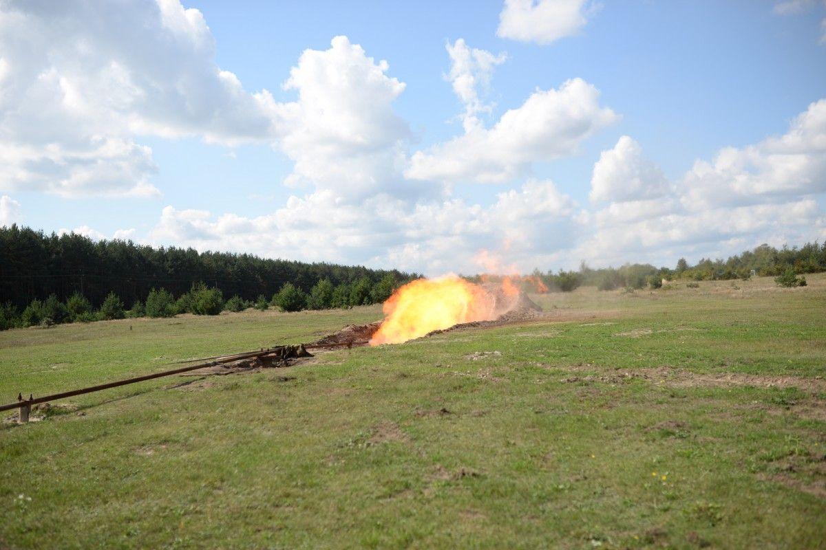 : Смолоскип газу на свердловині / УНІАН