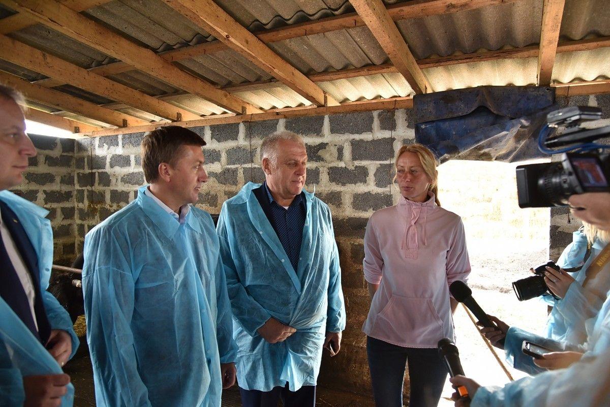 Любов Парубоча, яка 7 років провела на закордонних заробітках в Італії, зараз думає, як розширити започатковану в рідному селі сімейну ферму / фото УНІАН