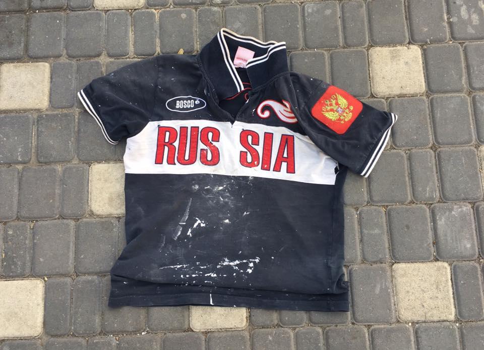Знята з туриста футболка / фото facebook.com/sergiy.sternenko