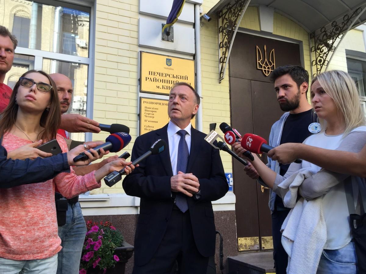 Лавринович прибыл в Печерский суд / фото УНИАН