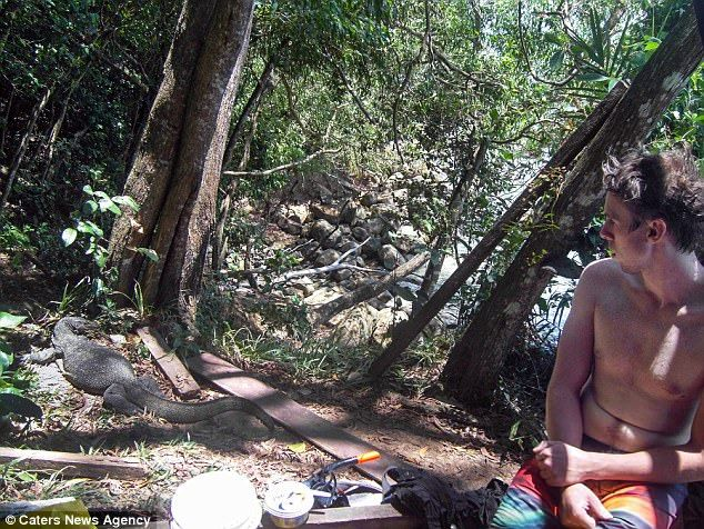 Під час подорожі Джека в Борнео ящірки вкрали у нього всі запаси їжі / Caters News Agency