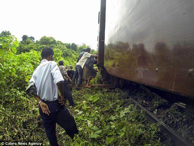 Під час візиту Джека в М'янму його поїзд / Caters News Agency