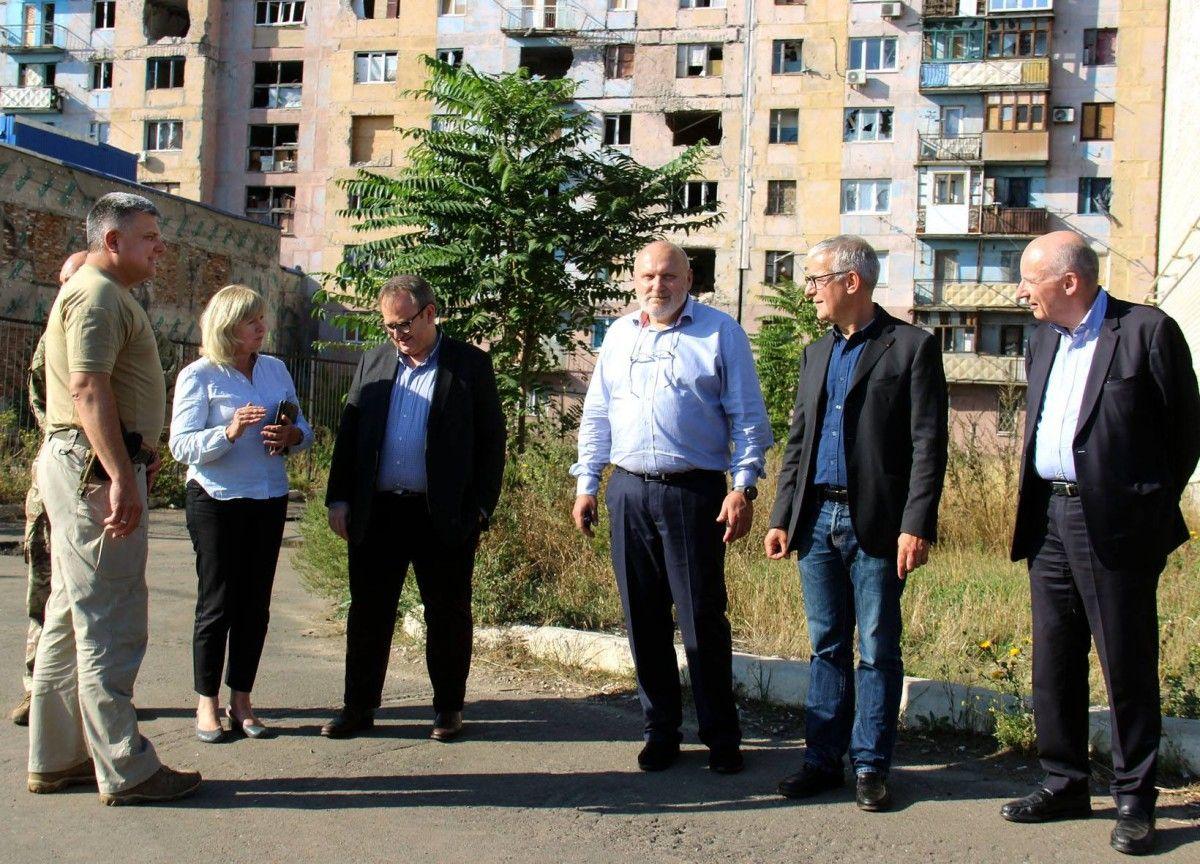 Французькі сенатори відвідали зону АТО / фото Facebook штаб АТО
