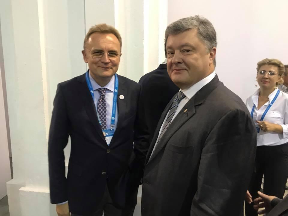 Порошенко говорил с Садовым / facebook.Sonya Кошкина
