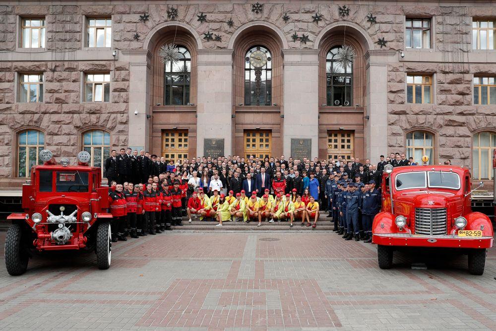 Міська влада зі свого боку намагається зробити все, щоб забезпечити рятівників першокласним спорядженням і технікою / фото kievcity.gov.ua