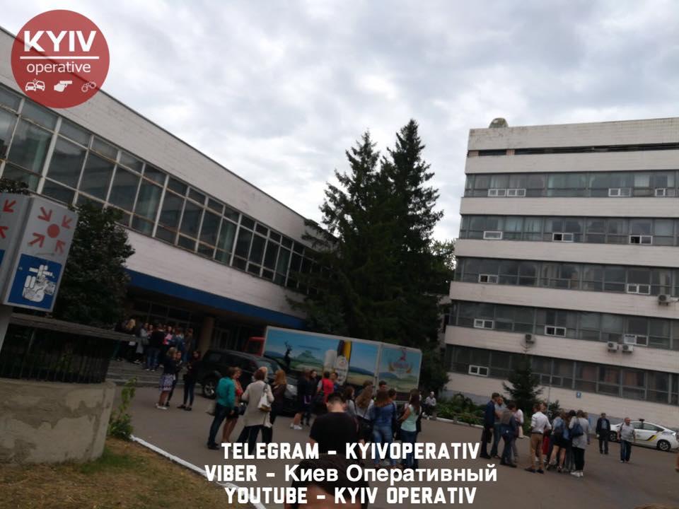 В НАУ через підозрілої сумки евакуювали студентів / Київ Оперативний