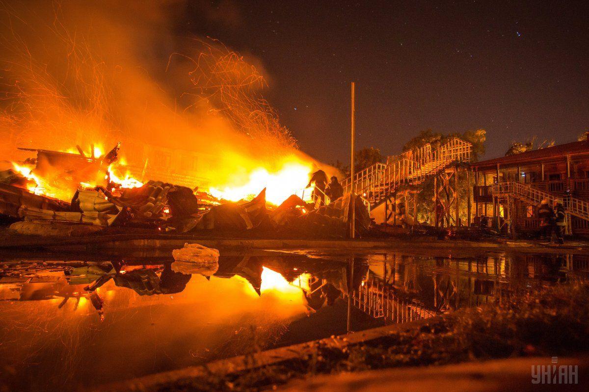 Пожежа в таборі сталася в ніч на 16 вересня 2017 року \ фото УНІАН