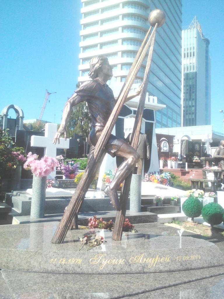 Памятник Андрею Гусину / фото twitter.com/frankov11
