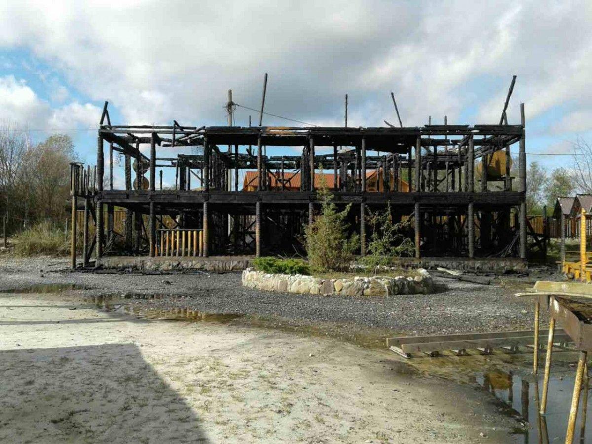 НаЗакарпатье дотла сгорела база отдыха вСолотвино
