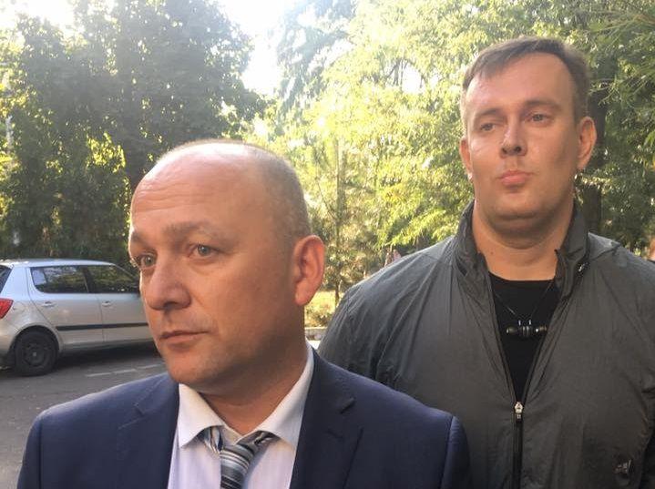 Активіст повідомив, що поліція евакуювала консула та його помічника / facebook.com/sternenko