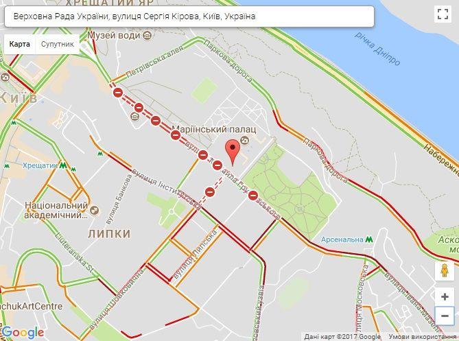 Поліція забороняє проїзд водіям через вулицю Грушевського / Скріншот Google Maps